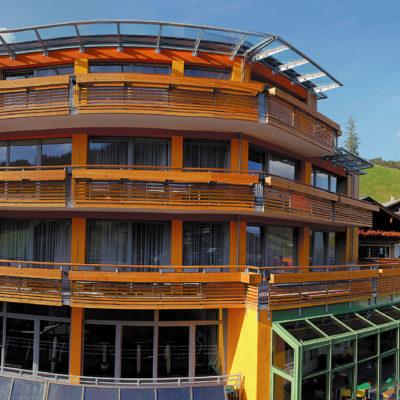 Aparthotel Adler Aussenansicht Panorama